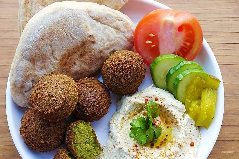 Mic dejun Palestinian cu Falafel si Humus